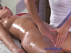 clit-massage-orgasm