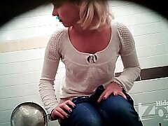 cams-hidden-peeing-pussy