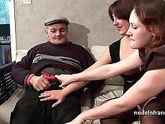 3some-amateur-blowjob-brunette