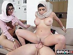 3some-ass fucking-boobs-brunette