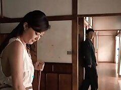 japaneese-mom-money-son