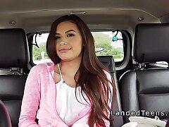 amateur-blowjob-brunette-car
